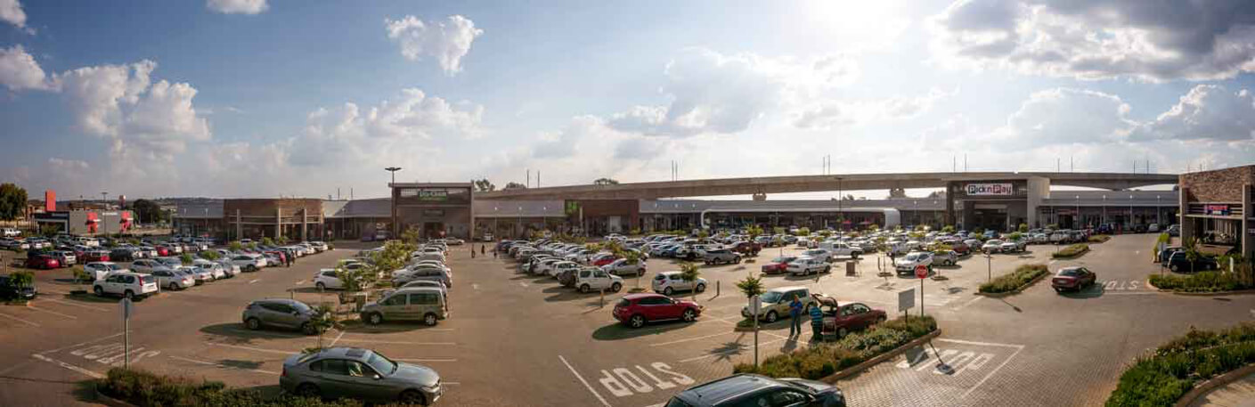 Parking lot and building of Jean Crossing in Centurion managed by Dorpstraat Properties