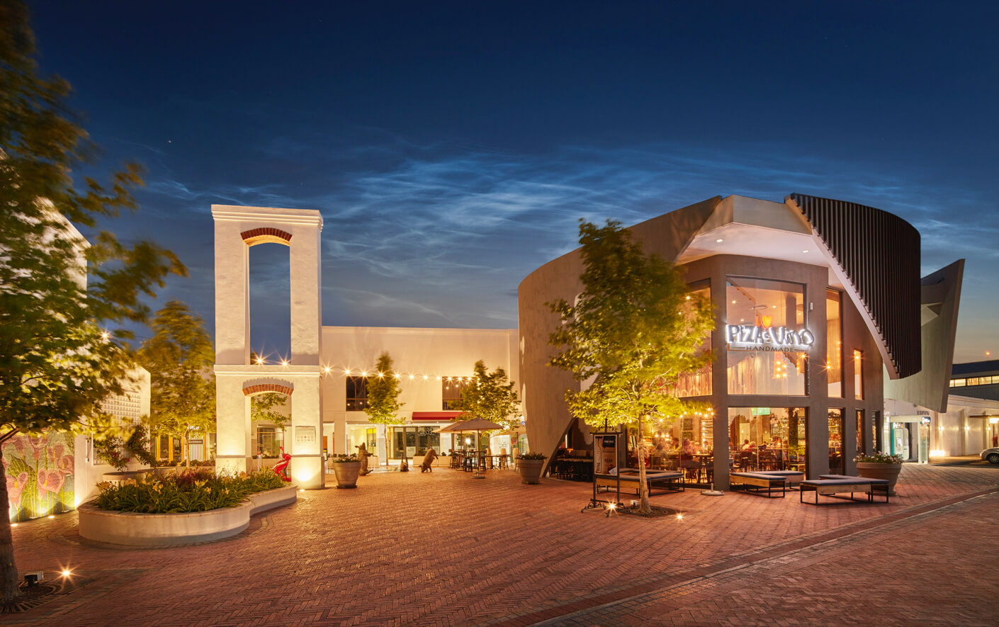 Stellenbosch Square courtyard and Piza e Vino at night