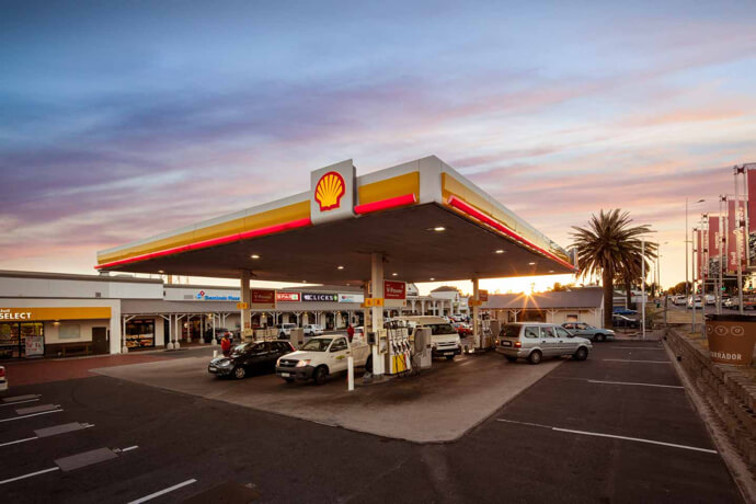 Shell garage at Flamingo Square in Table View managed by Dorpstraat Properties