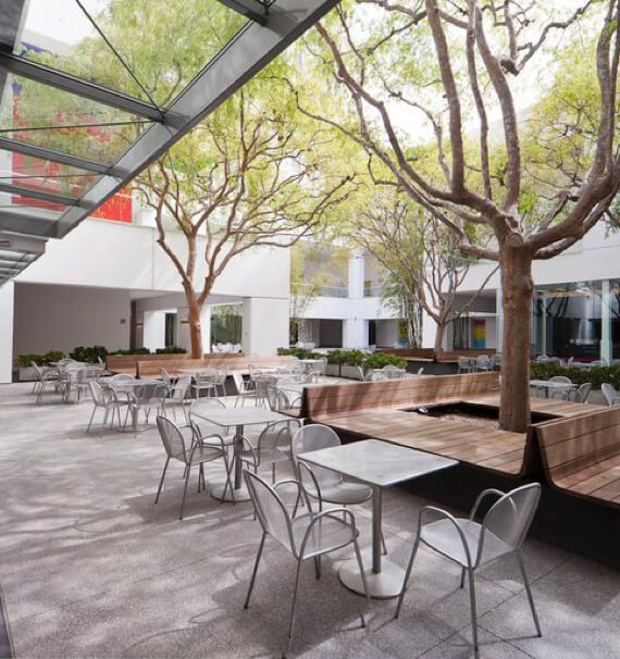 Computer rendering of tables underneath the trees at De Korenvlij in Malmesbury, a project by Dorpstraat Properties